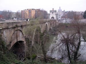 Monsignor Pussino e i nordici a Ponte Milvio DSCN3114 a