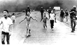 02 OlO Siria I crimini Vietnam Kim Phuk la bambina della foto-simbolo della guerra