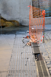 01 Roma Il naufragio di una speranza Pavimentazione sconnessa piazza san Cosimato DSC_2508
