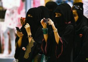 olo-le-donne-si-ribellano-al-controllo-maschile
