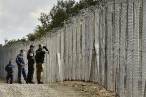Migrazione Orban sfida la Ue per una nuova accoglienza muro_54131882